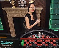 A live dealer at the Casumo roulette table.