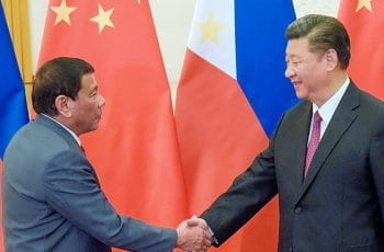 Rodrigo Duterte and Xi Jinping shake hands.