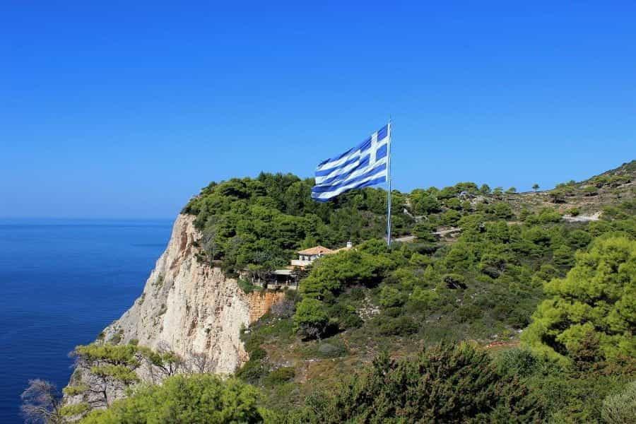 greek-flag-cliff-sea Apa Saja Kerugian Main dengan Situs Jelek
