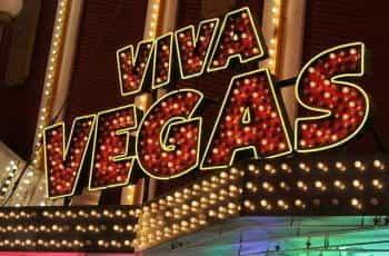 A lightbulb Las Vegas casino sign saying Viva Vegas.