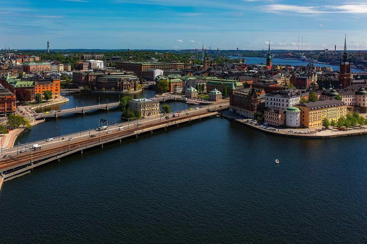 Jembatan di atas sungai di Stockholm, Swedia.