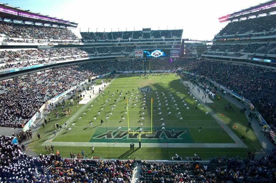 Stadion sepak bola yang penuh sesak di Philadelphia, Pennsylvania.
