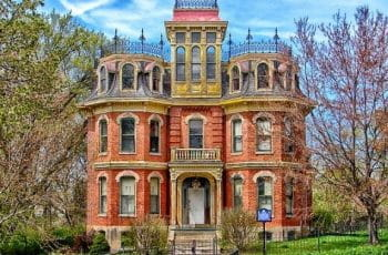 A historic mansion in Davenport, Iowa.