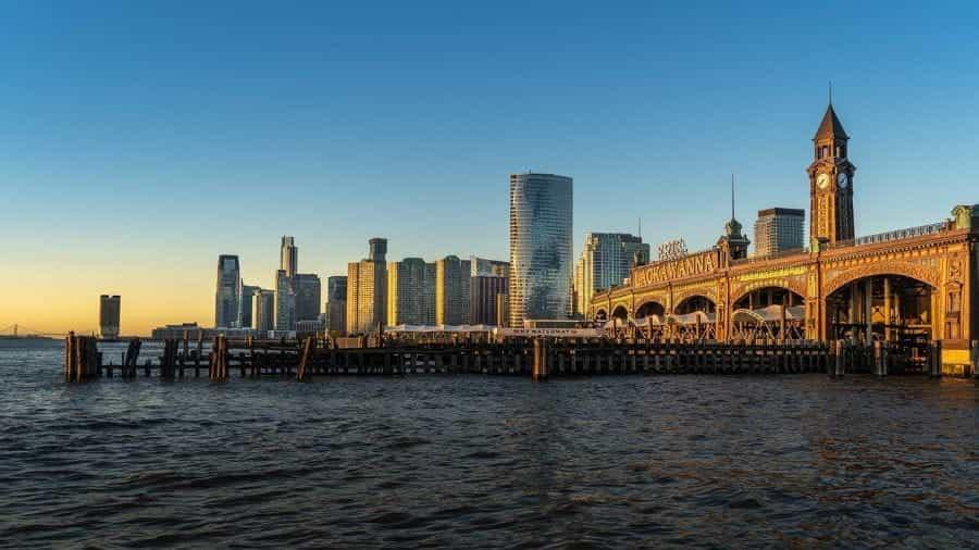 Tepi pantai di Hoboken, New Jersey.
