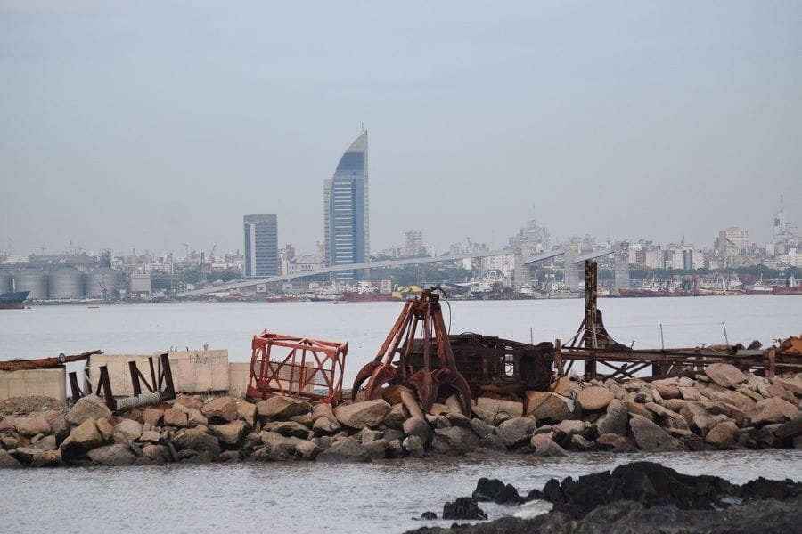 Cakrawala kota di Montevideo, Uruguay.