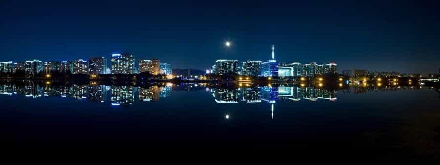 Panorama malam hari Seoul.
