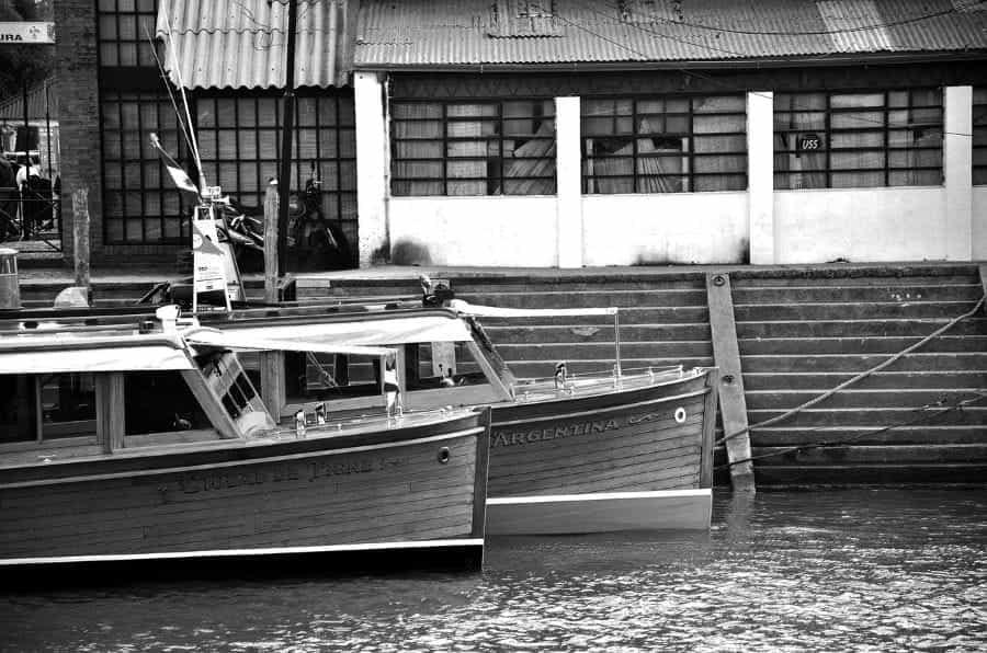 Tur perahu di sungai di Argentina.