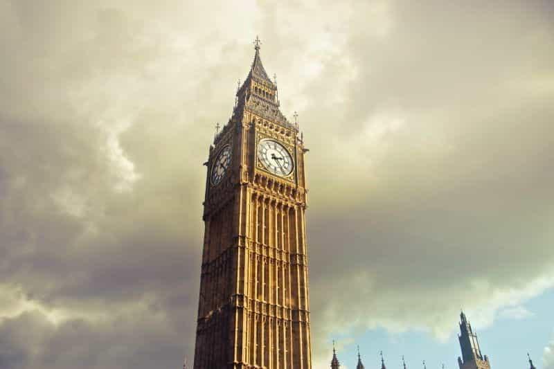Menara jam Big Ben di London.