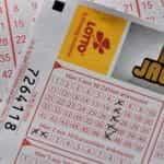 Sebuah nomor lotere tergelincir.