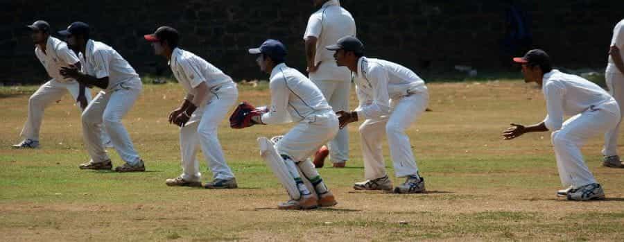 Penjaga selip dalam pertandingan kriket.