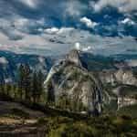 Pemandangan indah di Taman Nasional Yosemite, California.