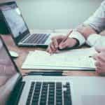 Rincian kemitraan bisnis atau perjanjian diamankan secara tertulis dan diselesaikan dalam bentuk kontrak resmi resmi.