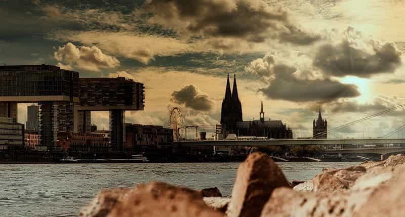 Kota Cologne di Jerman di negara bagian federal North Rhine-Westphalia.