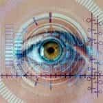 Mata manusia sedang diverifikasi oleh sebuah teknologi canggih.