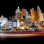 Strip kasino Las Vegas di malam hari.
