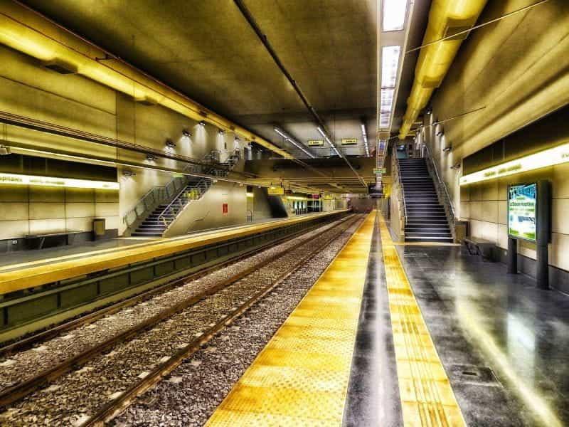 Stasiun kereta bawah tanah di Buenos Aires, Argentina.