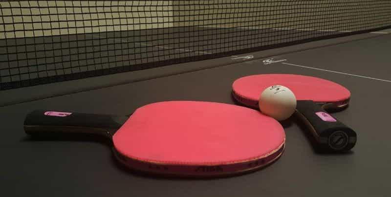 Dayung tenis meja dan bola.
