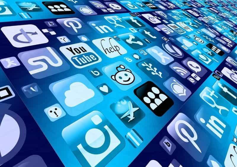 Tata letak logo aplikasi tanpa batas yang luas, termasuk Reddit, YouTube, Google+, dan LinkedIn.