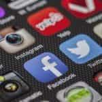 Ikon media sosial di ponsel.