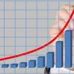 Grafik yang menunjukkan pertumbuhan pendapatan eksponensial, dengan garis tepi pena merah di tangan.