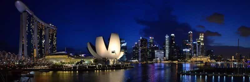 Cakrawala Singapura di malam hari.