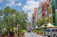 A sunny street in Curaçao.