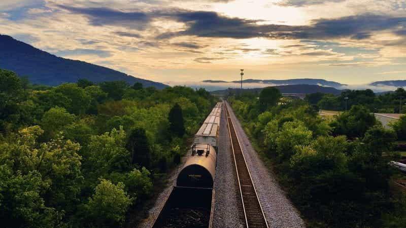 Kereta api melewati Chattanooga, Tennessee.