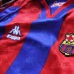 Seragam tim sepak bola Barcelona.
