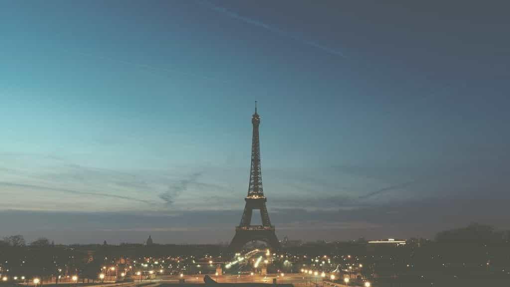 Menara Eiffel yang terkenal di dunia di ibu kota Prancis, Paris.