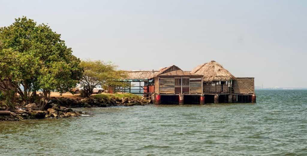 Sebuah restoran di Danau Maracaibo di Venezuela.