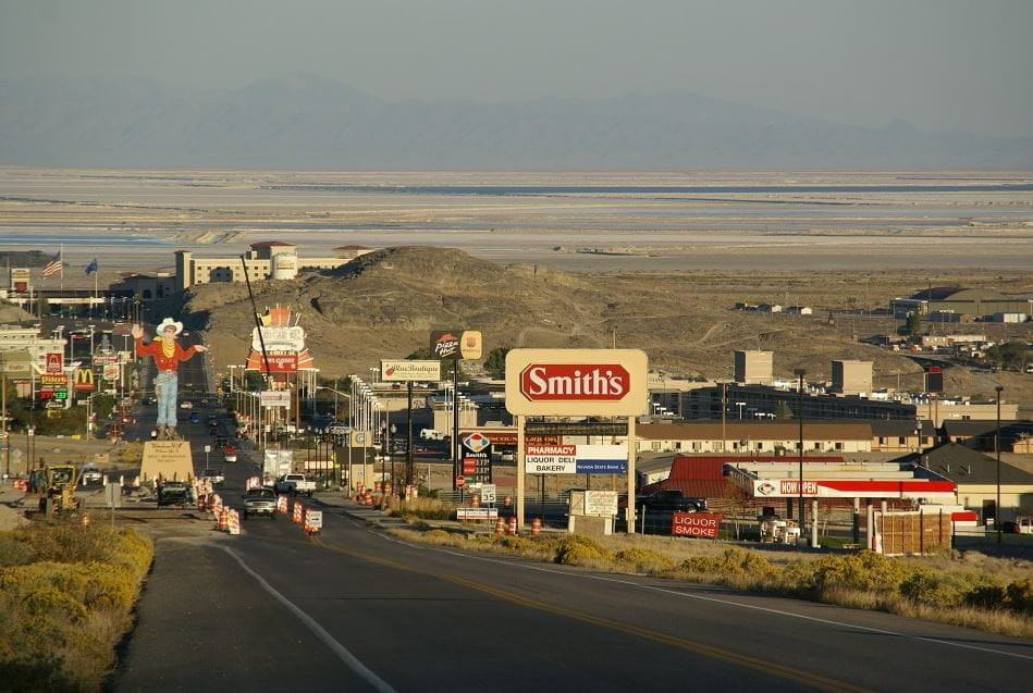 Alt Text: A highway in Wendover, Nevada, US.