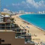 Garis pantai di Cancún, Meksiko.