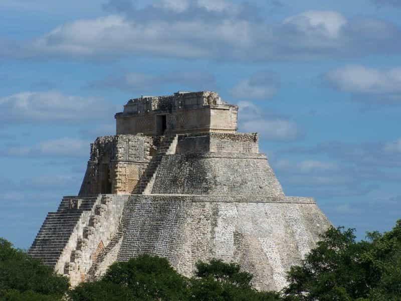 Sebuah kuil Maya di Meksiko.