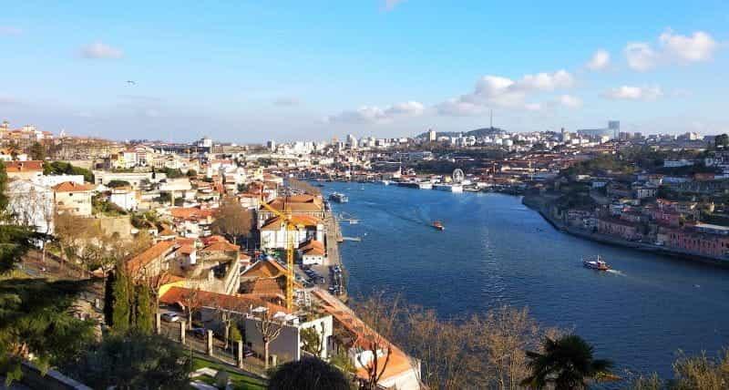 Kota Porto di bagian utara Portugis.