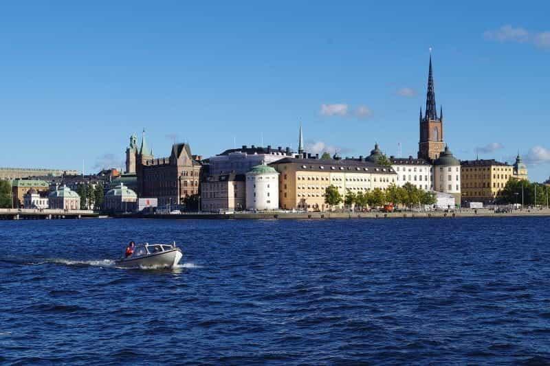 Central Stockholm, ibu kota Swedia, dari air.