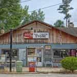 Toko pedesaan di Choctaw Bluff, Alabama.