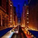 Pusat kota Chicago, Illinois pada malam hari.