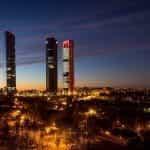 Cakrawala kota Madrid, Spanyol di malam hari.