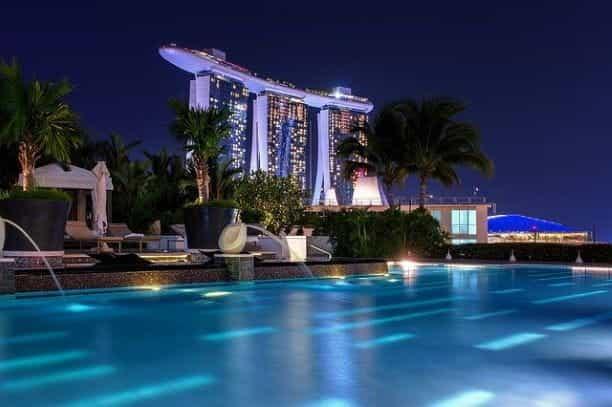 Marina Bay Sands di malam hari.