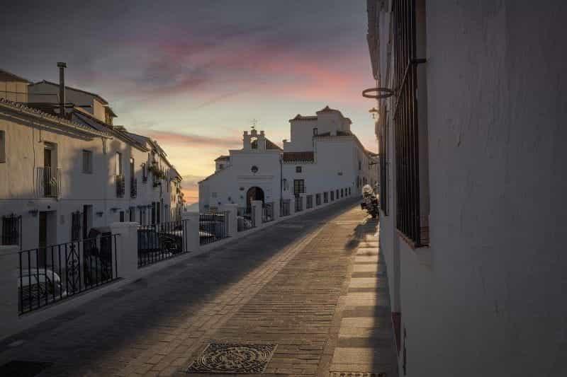 Gang sepi di Andalusia.