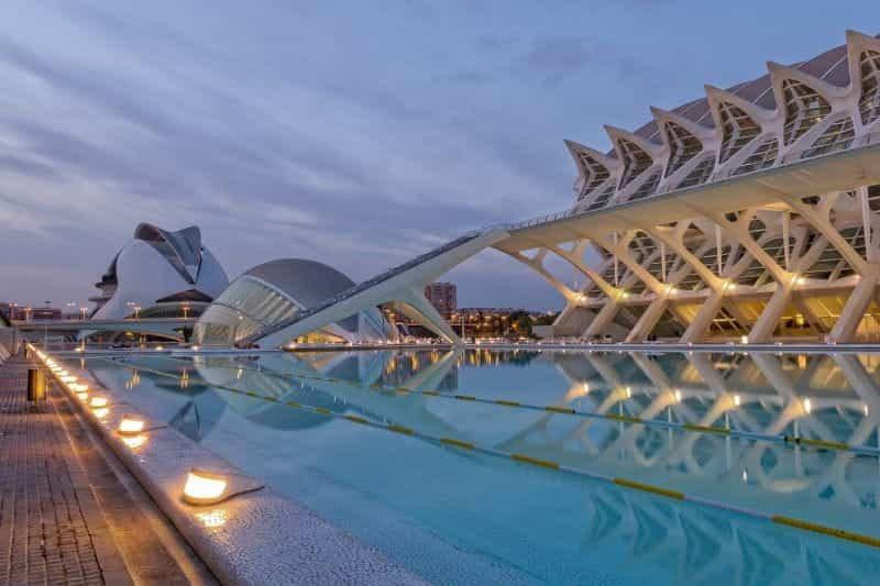 Matahari terbenam di Valencia, Spanyol.