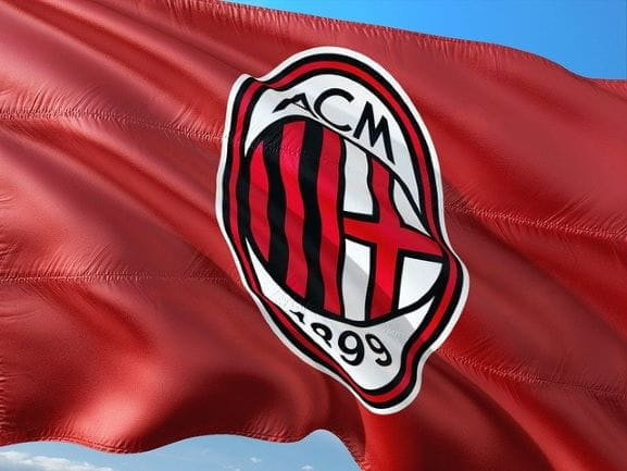 Bendera dan logo resmi tim sepak bola AC Milan.