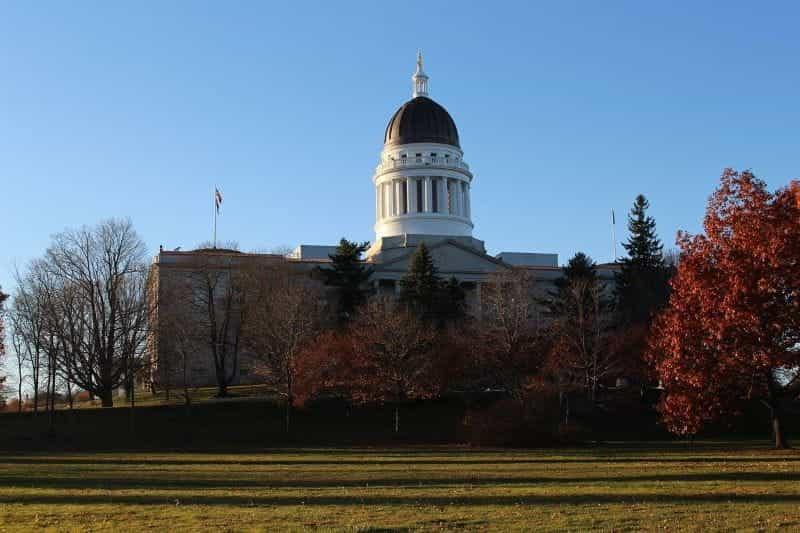 Gedung utama Maine terletak di ibu kota negara bagian Augusta.
