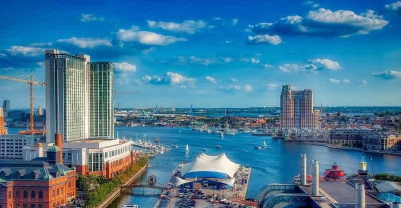 Daerah pelabuhan Baltimore yang sangat berkembang di negara bagian Maryland.