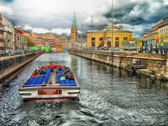 Turis di kanal Kopenhagen.