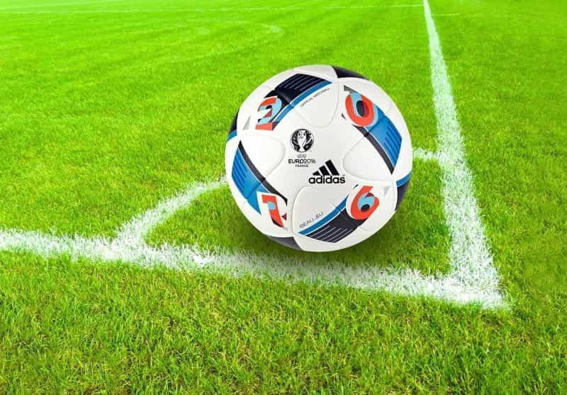 Bola pertandingan Euro 2016.