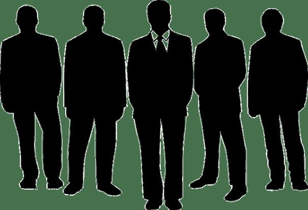 Siluet lima pria berjas memegang posisi eksekutif di sebuah perusahaan.