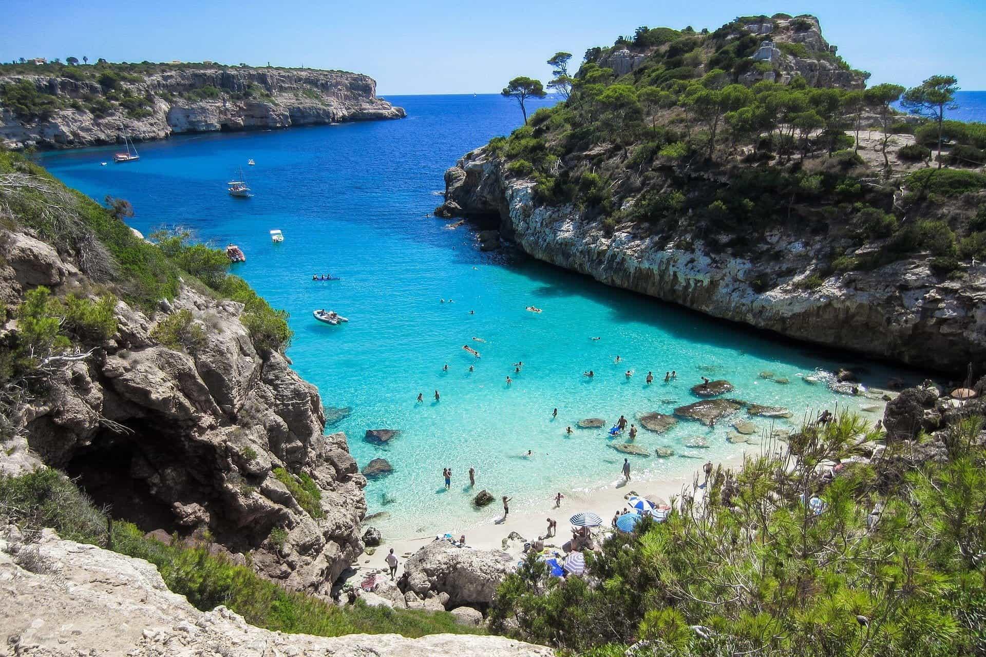 Sebuah teluk di Mallorca.