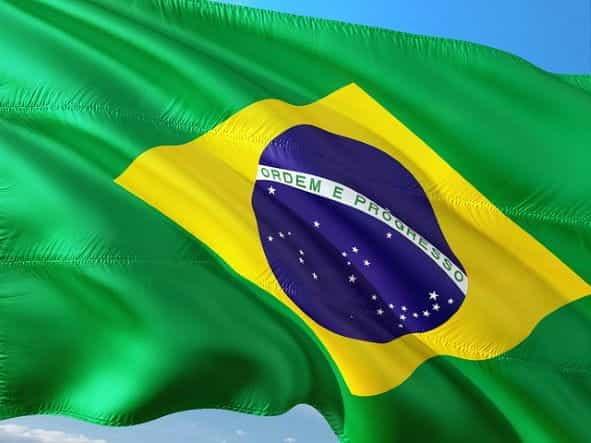 Bendera Brasil berwarna hijau dan kuning.