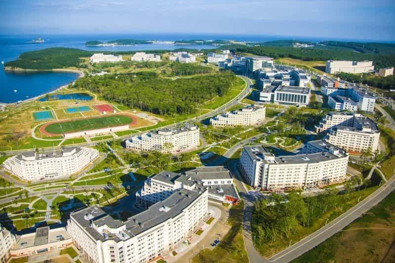 Kota Vladivostok di pantai Rusia.